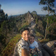 couple nature mountains explore traveler