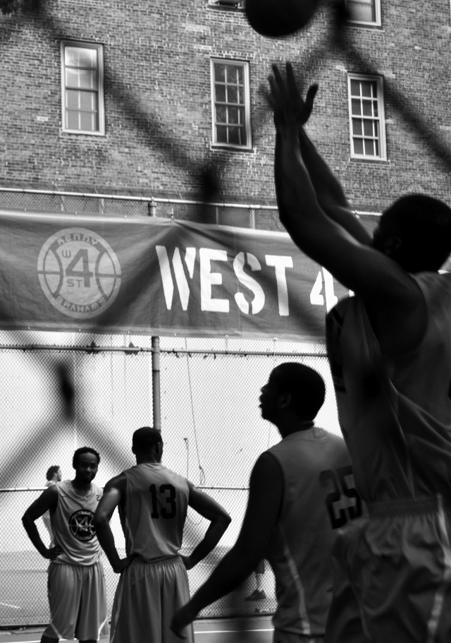 #action #newyork #sports #basketball #streetphotography #street #blackandwhite